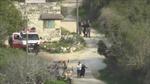 Đang bế con nhỏ, ông bố Palestine bị cảnh sát Israel ném lựu đạn