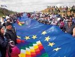 Bolivia lập kỷ lục thế giới về băng quốc kỳ dài hơn 200 km