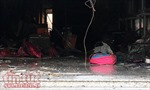 Giải cứu 3 người trong tiệm túi xách bốc cháy lúc rạng sáng