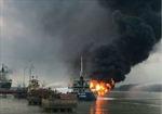 Cháy tàu chở xăng dầu, hai người bị bỏng