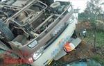 Mất lái, xe khách tông xe tải, ít nhất 18 người thiệt mạng