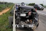 Xe container 'húc' xe biển xanh vỡ nát trên cao tốc Nội Bài - Lào Cai