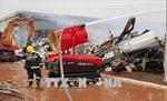Tăng cường nhiều xe cứu hỏa và robot dập cháy Nhà máy xơ sợi tại Quảng Ninh