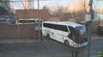 Hạn chót đã điểm, các nhà ngoại giao Mỹ lên xe buýt rời khỏi Đại sứ quán ở Moskva