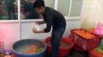 Bắt quả tang 4 cơ sở tẩy rửa cà rốt bằng hóa chất