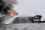 Tàu chở dầu bị cháy ngoài khơi Malaysia