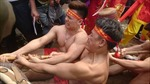 Độc đáo nghi lễ 'Kéo co ngồi' đền Trấn Vũ