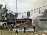 Cháy rụi kho nguyên liệu một công ty may ở TP Hồ Chí Minh
