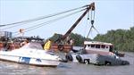 Trục vớt thành công sà lan bị chìm trên sông Sài Gòn