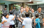 Thủy thủ tàu Hải quân Australia thăm Trung tâm Bảo trợ trẻ em tàn tật Thị Nghè