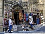 Triển lãm ảnh 'Xa mà gần' nhân kỷ niệm 100 năm Quốc khánh Azerbaijan