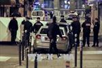 Nữ khủng bố tấn công bằng dao tại siêu thị khiến 2 người bị thương