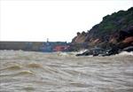 Sóng lớn đánh chìm hai tàu cá trên biển