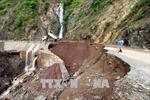Điện Biên: Xuất hiện tình trạng sạt lở đất đá gây ách tắc giao thông cục bộ