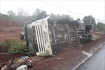 Xe chở lao động người Việt Nam tại Lào gặp tai nạn gây thương vong