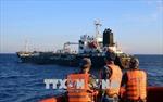 Cà Mau: Phát hiện hai tàu cá vận chuyển dầu trái phép trên biển