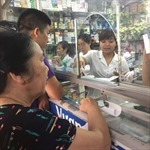 Hiểm họa khi mua thuốc dễ như mua … rau