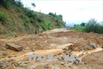Kon Tum: Sạt lở nghiêm trọng, hàng chục nghìn mét khối đất, đá tràn xuống tỉnh lộ 674