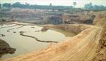 Phạt tù 2 đối tượng khai thác đất trái phép phía sau sân bay Nội Bài