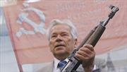Ông Putin nhận giải thưởng mang tên 'cha đẻ' của súng trường AK