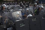 Thái Lan bắt giữ thủ lĩnh và 100 người biểu tình