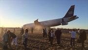 Máy bay Mỹ nổ lốp khi cất cánh