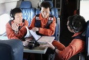 Bắt đầu tìm hộp đen máy bay Malaysia dưới biển