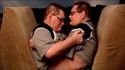 Sinh hoạt hàng ngày của cặp song sinh dính liền già nhất thế giới