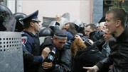 Người biểu tình Ukraine tấn công đồn cảnh sát Odessa