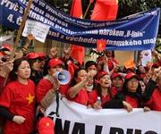 Người Việt tại Pháp và Singapore phản đối Trung Quốc