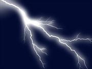 Dùng điện thoại lúc mưa dông, 7 người bị sét đánh