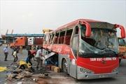Xe container đâm ngang xe khách Hoàng Long, 40 người bị thương