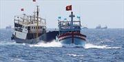 Tàu cá Trung Quốc ngang nhiên bao vây, ngăn chặn tàu cá Việt Nam