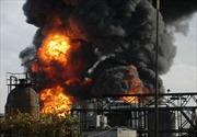 Nổ nhà máy lọc dầu ở Nga