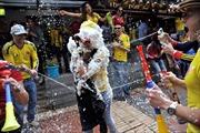 Colombia cấm bán bột mì và kem cạo râu vì World Cup