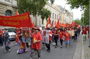 Cộng đồng người Việt tại Angola, New Zealand tuần hành phản đối Trung Quốc