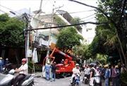 Thợ điện bị giật bất tỉnh trên cột điện