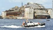 Italy lai dắt siêu tàu Costa Concordia về cảng Genoa