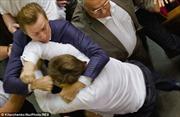 Đất nước chia rẽ, nghị sĩ Ukraine choảng nhau
