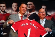 Van Gaal và sứ mệnh phục dựng Old Trafford
