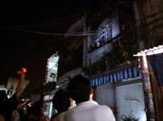 Cháy nhà trong đêm, khu phố hoảng loạn