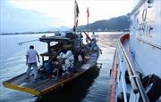 Tìm kiếm và cấp cứu hai thuyền viên bị nạn trên biển