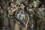 Tuần tra cùng nữ binh 'mèo sa mạc' của Israel