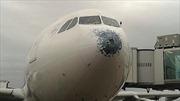 Hành khách hú vía khi máy bay gặp mưa đá