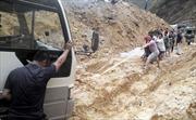Sạt lở đất gây ách tắc nghiêm trọng trên Quốc lộ 4D
