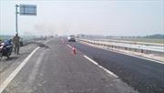 Nhà thầu bỏ kinh phí xử lý vết nứt cao tốc Nội Bài - Lào Cai