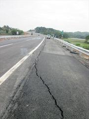 Chậm nhất 20/12 khắc phục xong vết nứt cao tốc Nội Bài-Lào Cai