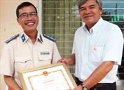 Khen thưởng cá nhân cứu bé sơ sinh trong tai nạn giao thông