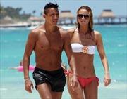 Alexis Sanchez bị bạn gái xóa ảnh