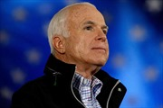 Thượng nghị sĩ Mỹ John McCain thăm chớp nhoáng Afghanistan